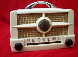 Vintage Emerson Radio Model 587A